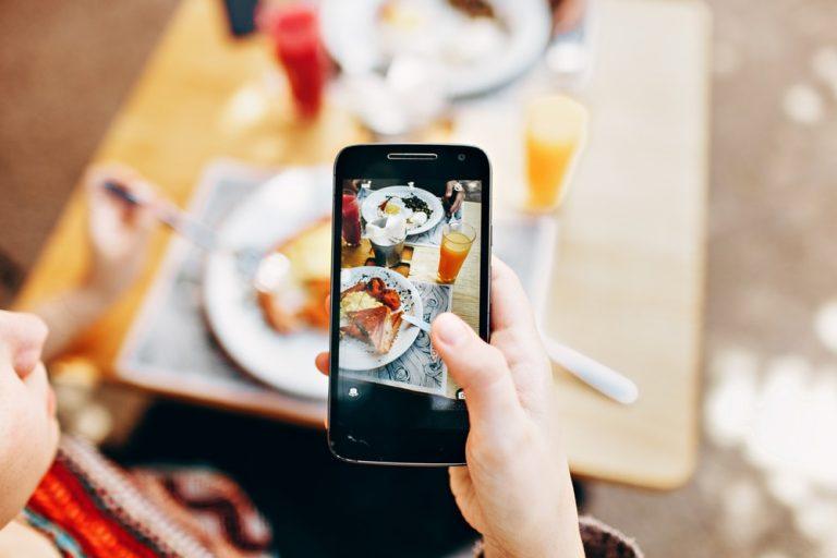 Meilleurs accessoires de smartphones pour les diffusions en direct-microphones, trépieds et lentilles